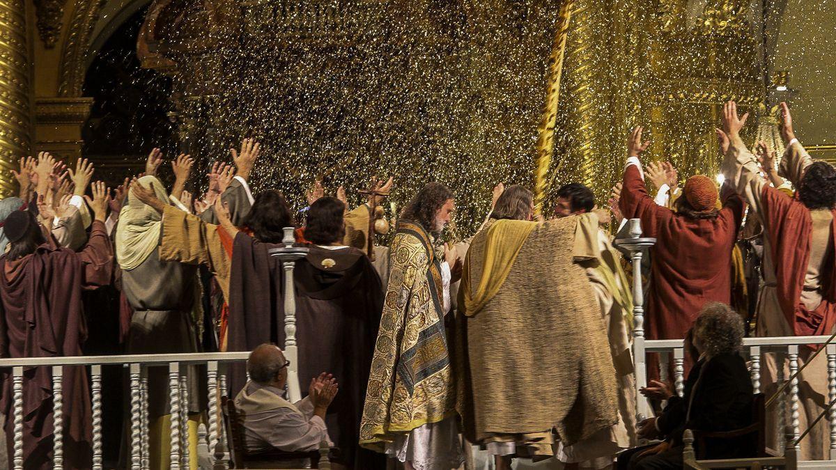 Una escena de la segona part del Misteri, La Festa, corresponent a la representació de l'any passat.