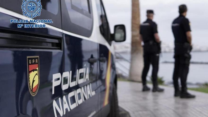 Se hace pasar por inspector de Hacienda y estafa 90.000 euros a dos empresarios