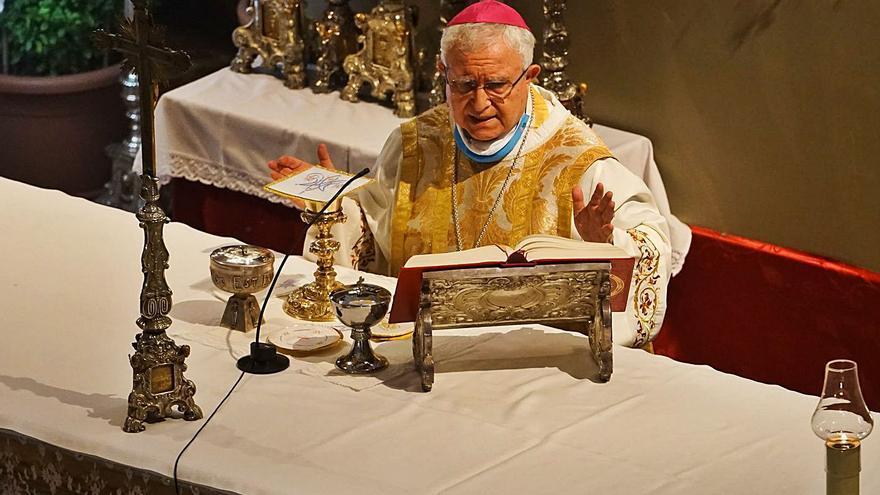 Jesús Murgui renuncia ante el Vaticano como obispo al cumplir 75 años y espera el relevo