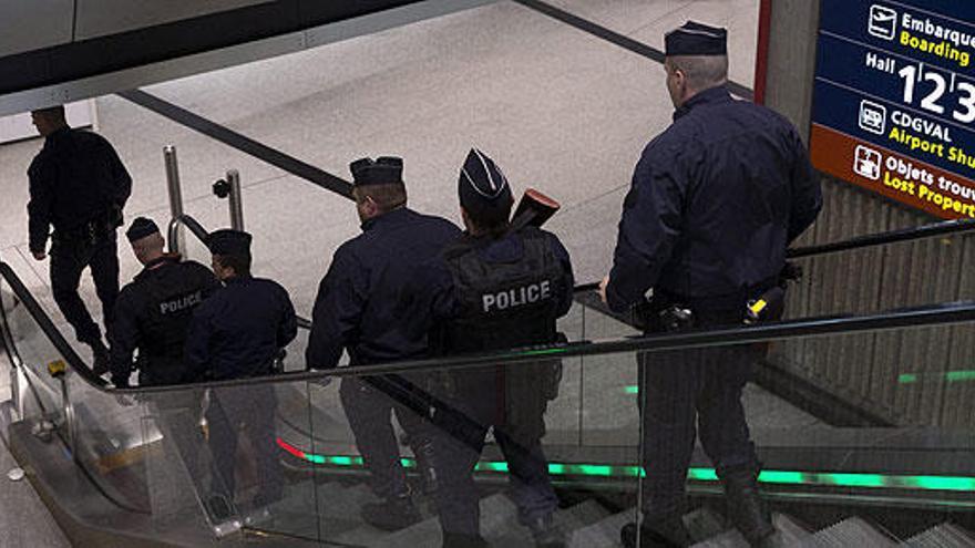 Francia investiga al personal del Charles de Gaulle