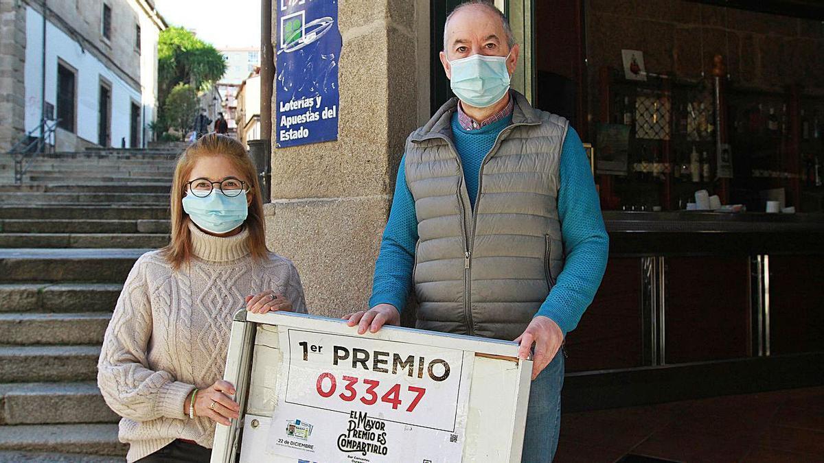 Pilar Cid y Manuel González, el matrimonio que regenta el Bar Cervantes.   | // IÑAKI OSORIO