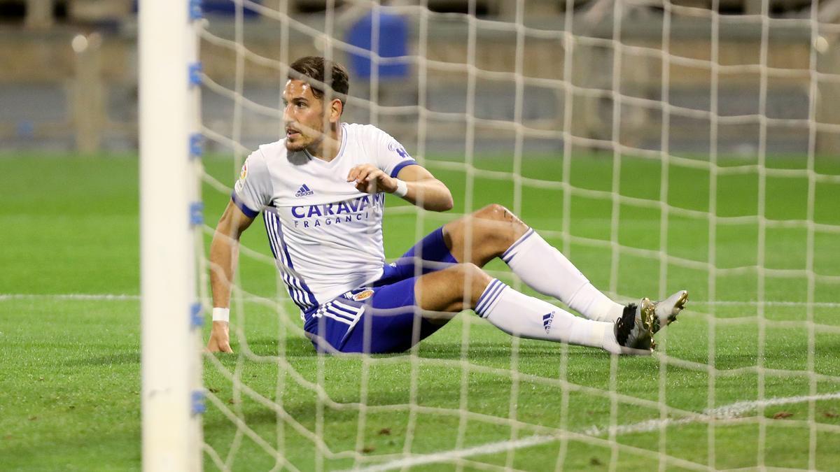 Álex Alegría se lamenta tras una jugada en el partido ante el Sporting.