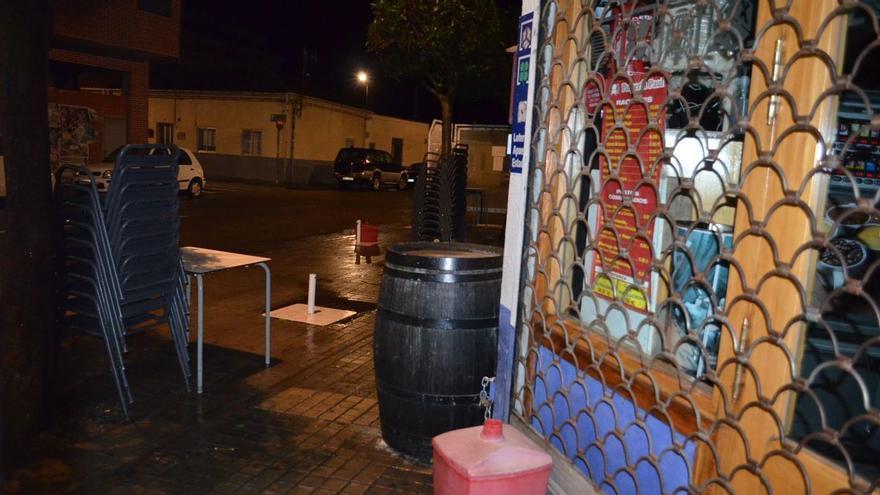 La subida de casos COVID en Benavente hace peligrar la reapertura del interior de los bares
