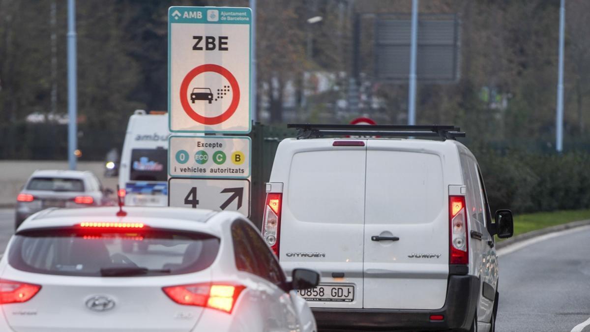 Las furgonetas sin etiqueta DGT ya no pueden entrar en la zona de bajas emisiones de Barcelona
