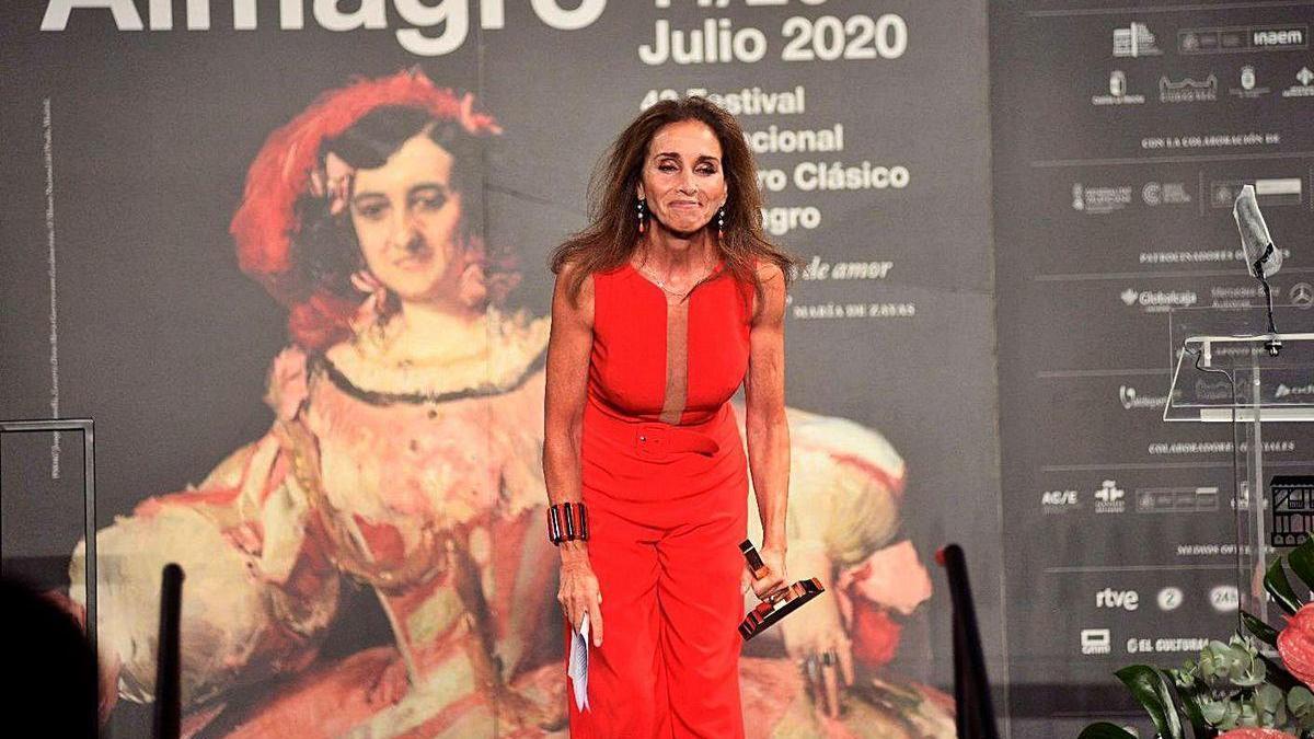Ana Belén, emocionada, tras recibir el Premio Corral de Comedias, en Almagro.