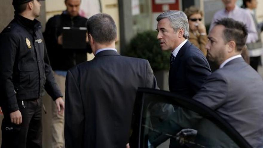 """El exministro Acebes, a Ignacio González: """"Nos pueden hacer pasar un mal rato"""""""