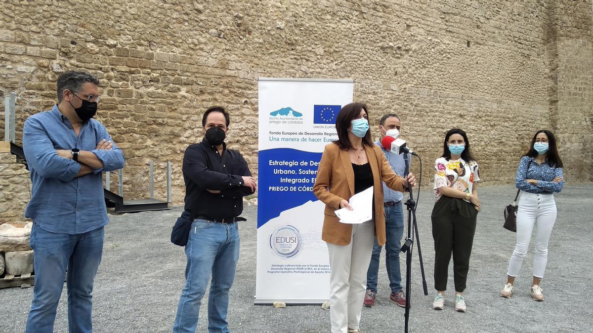 Un momento de la rueda de prensa en el castillo de Priego.