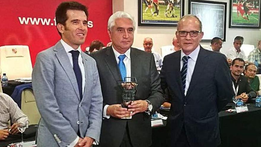 Alfredo Ruiz, consejero delegado, recoge el premio .