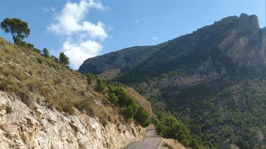 Arrojan clavos en un tramo de 1,5 kilómetros del camino de la sierra del Cid en Petrer