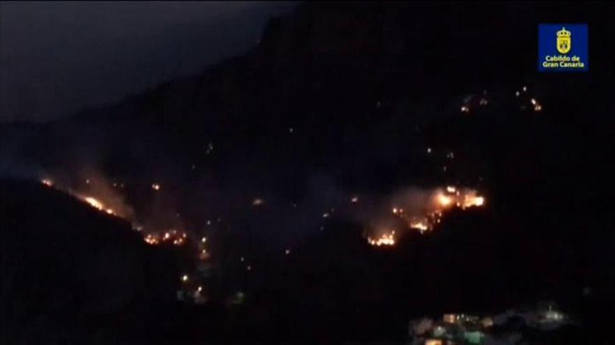 Los bomberos logran contener el incendio de Gran Canaria, que ha quemado mil hectáreas