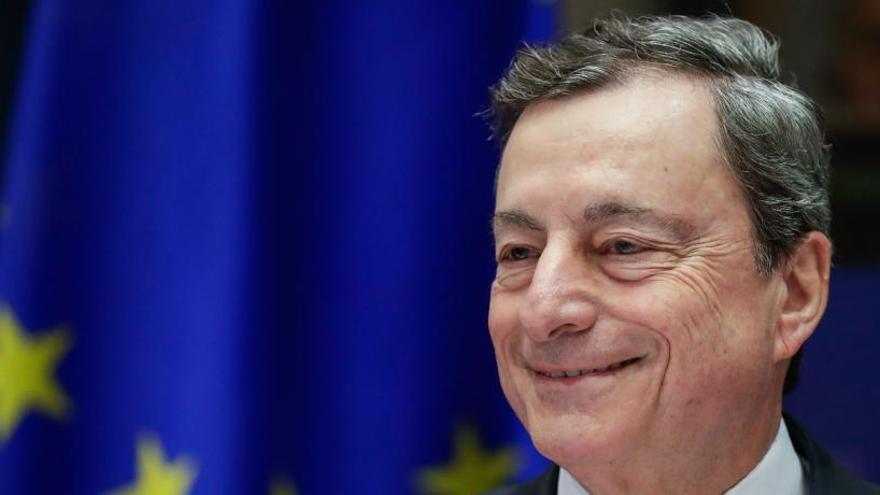 """Draghi dice que siguen siendo """"esenciales"""" los estímulos monetarios"""