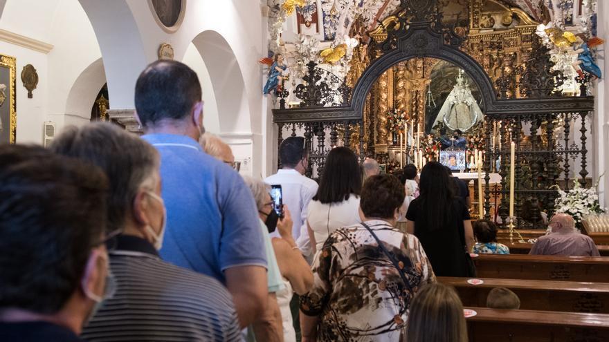 Más de 5.000 devotos se despiden de la Virgen de Araceli en la jornada de puertas abiertas