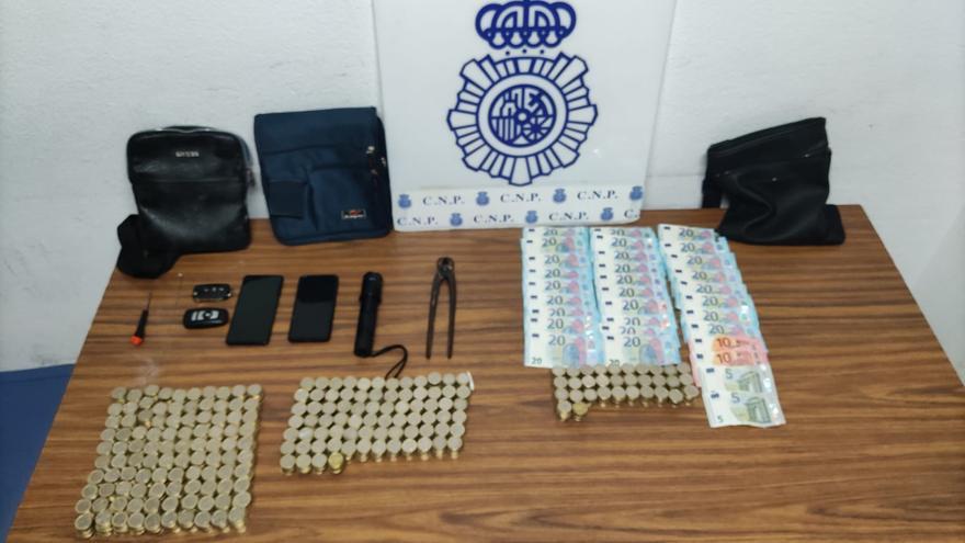 La Policía Nacional detiene en Elche a un grupo organizado que forzaba máquinas de juego