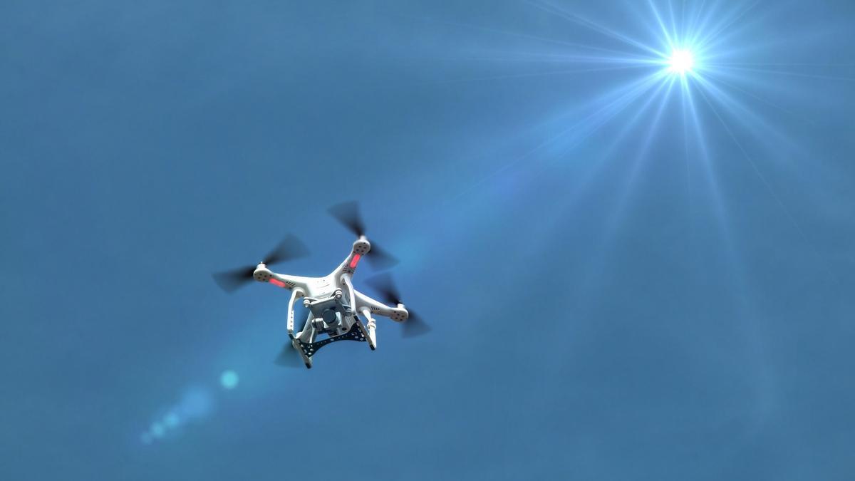 Imagen de archivo del vuelo de un dron