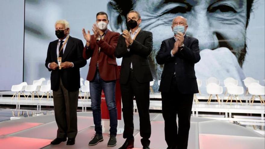 Sánchez recibe el espaldarazo de González y Zapatero y empodera a Bolaños