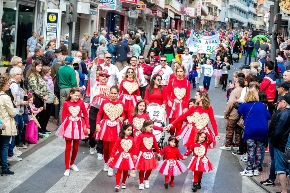 Los más pequeños desfilan en el Carnaval Infantil de Benidorm.