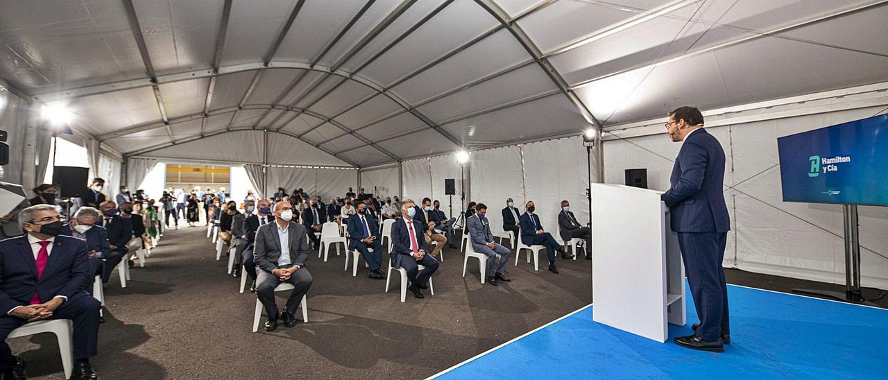 El director general de Hamilton y Compañía, Juan Carlos Núñez Cuyás, se dirige a los asistentes a la inauguración de la nueva terminal. | | ACFI PRESS