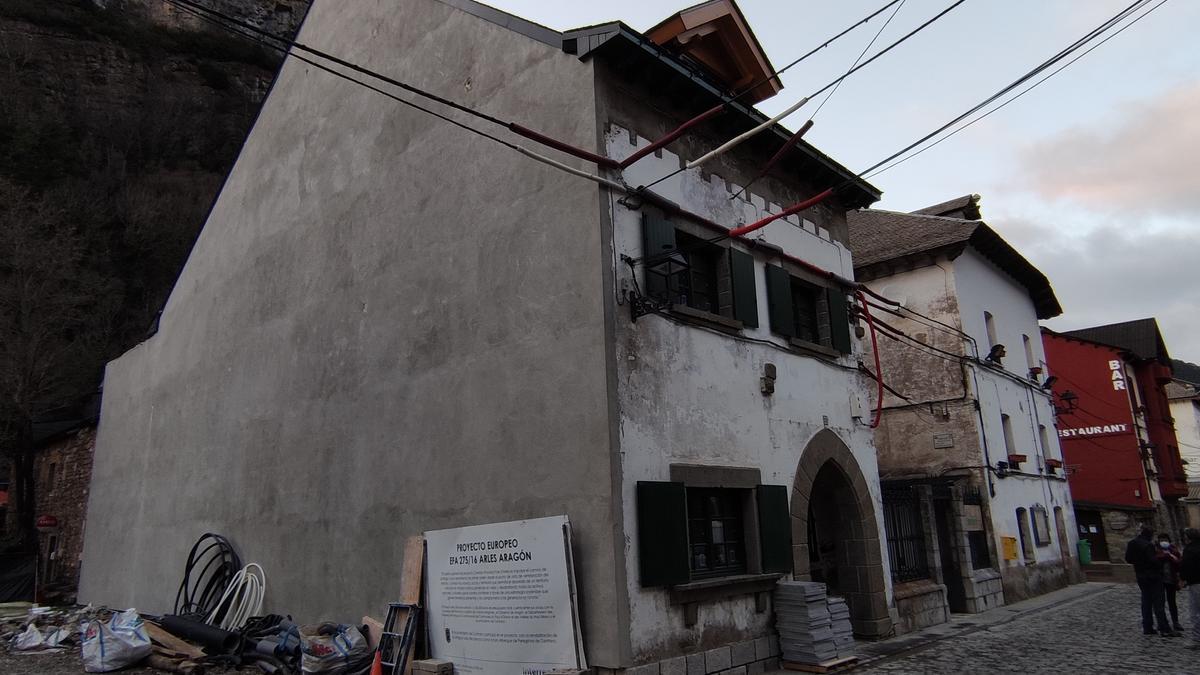 La antigua casa del cura será la sede de la posada para caminantes.