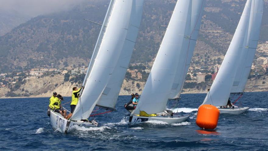 Vela, piragüismo y windsurf: actividades acuáticas que gustan en verano