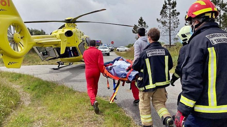 Herida tras caer por un terraplén con su tractor