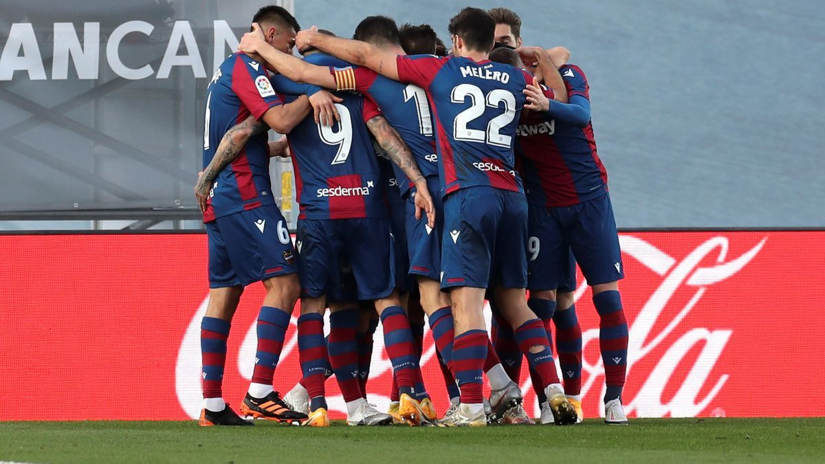 Los jugadores del Levante celebrando un gol