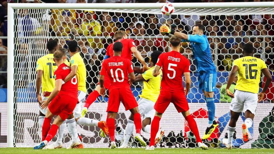 Inglaterra rompe la maldición de los penaltis y se cita con Suecia en cuartos