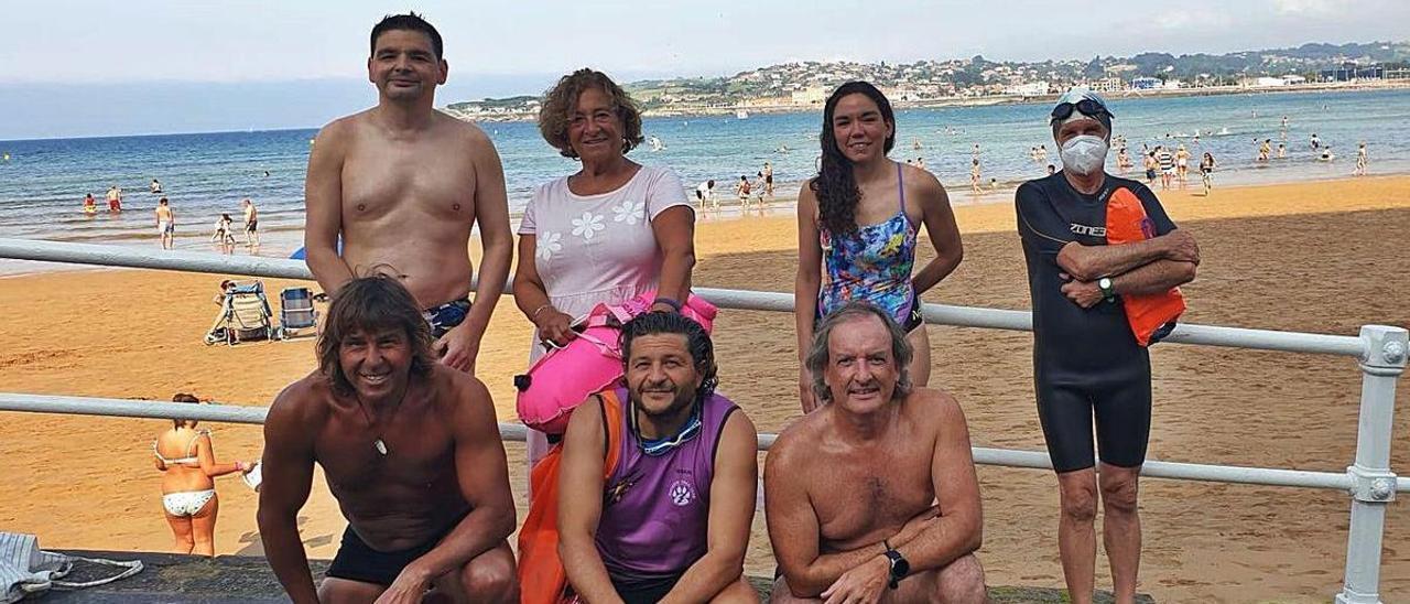 Los nadadores del grupo Rampa 2, tras su último entrenamiento en aguas abiertas antes de partir hacia las Cíes.