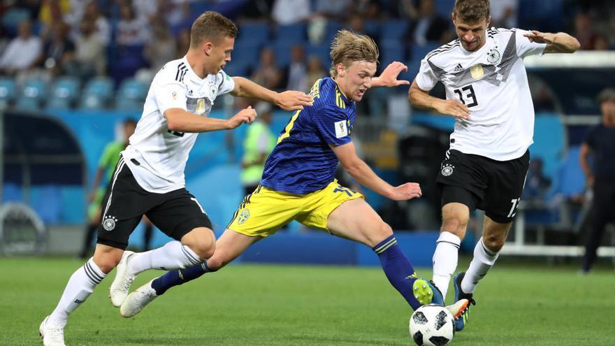 Kroos subjecta la corona d'Alemanya