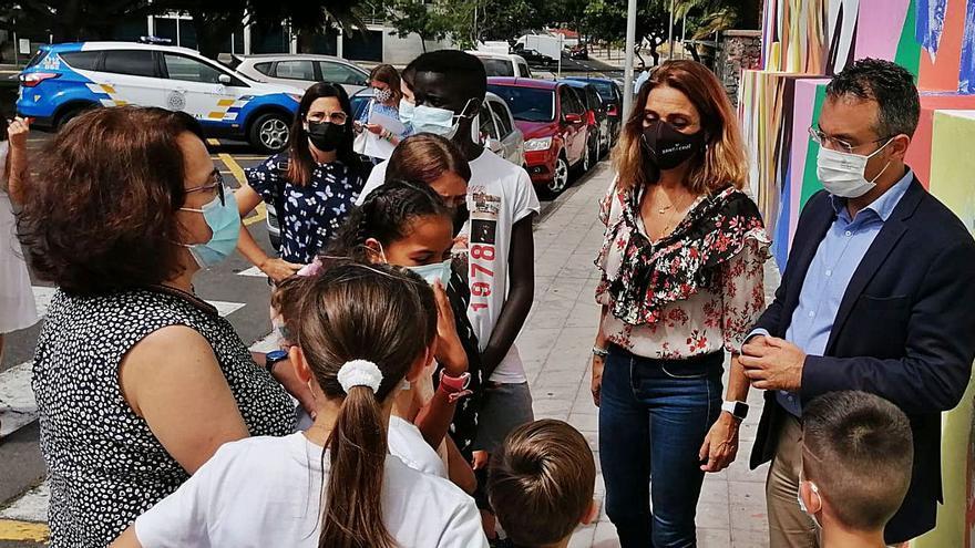 La comunidad educativa  de Los Verodes pide aliviar  la presión social en el barrio