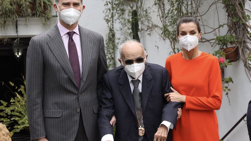 """Francisco Brines sigue hospitalizado y afronta una recuperación """"lenta"""""""