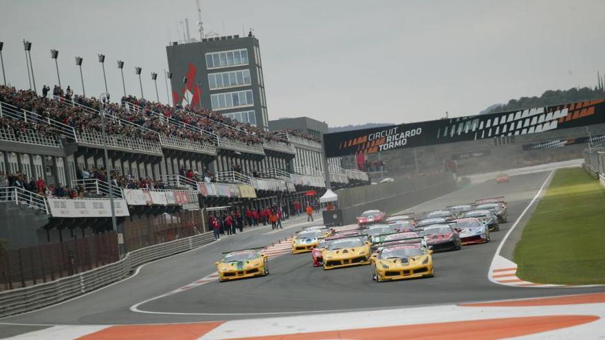 El primer día de las Ferrari Challenge en Cheste