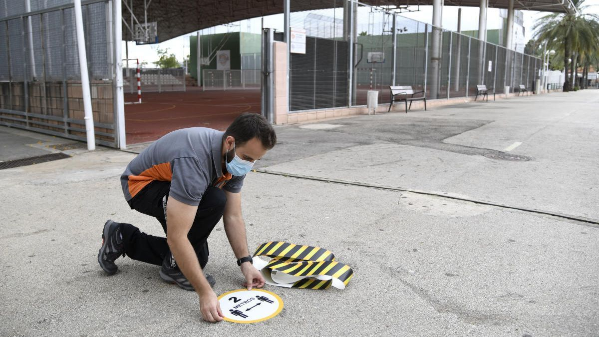El polideportivo de Paiporta abre las pistas con reserva previa