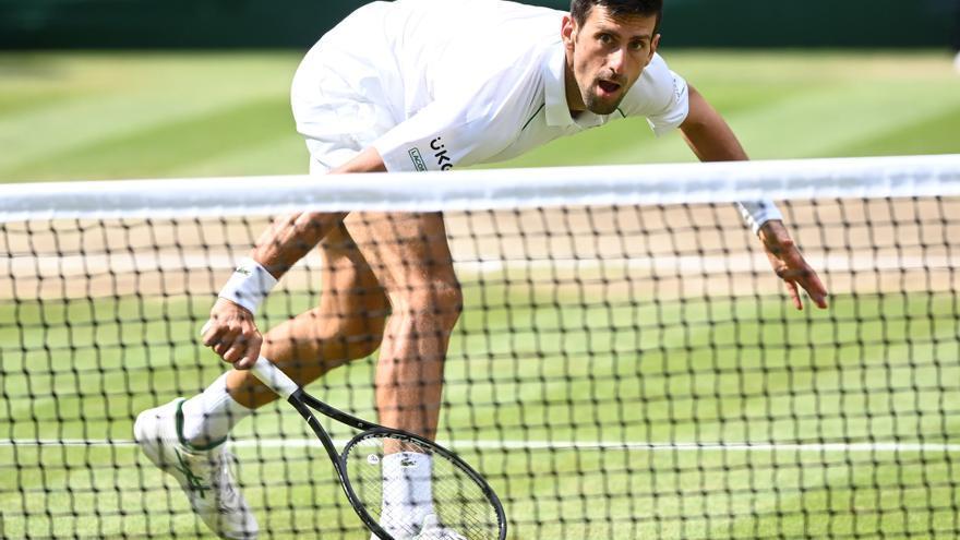 Djokovic se lleva su sexto Wimbledon y sube al trono de Federer y Nadal