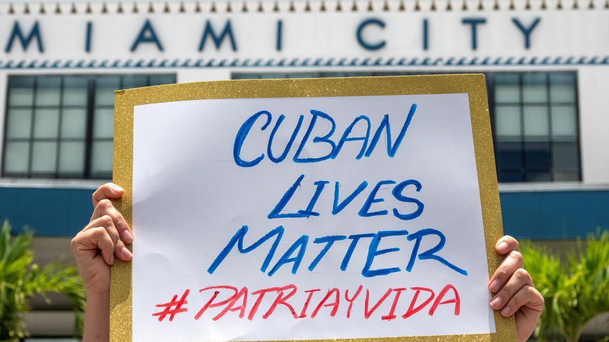 Pancartas de protesta de los ciudadanos de Cuba.