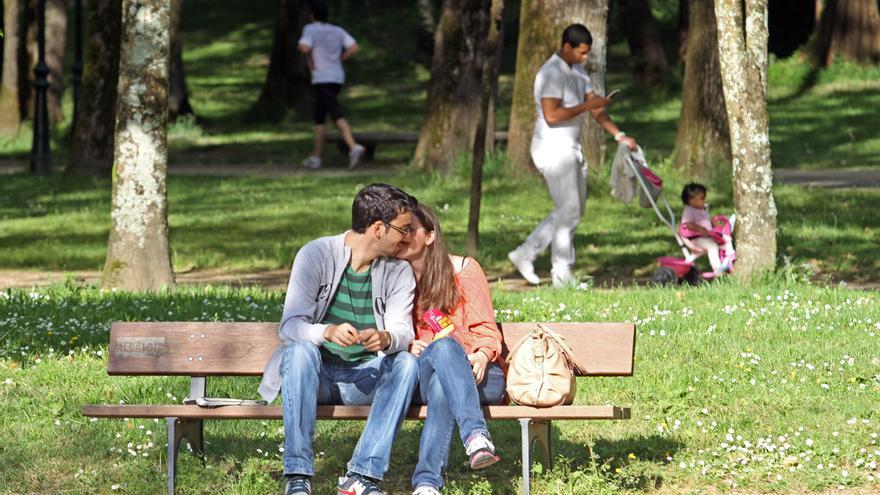 El retrato romántico de los españoles: no al poliamor y sí a las relaciones para toda la vida
