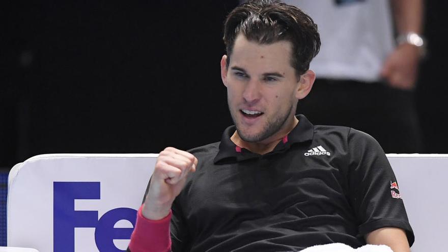 Thiem sobrevive a Djokovic y se clasifica para la final