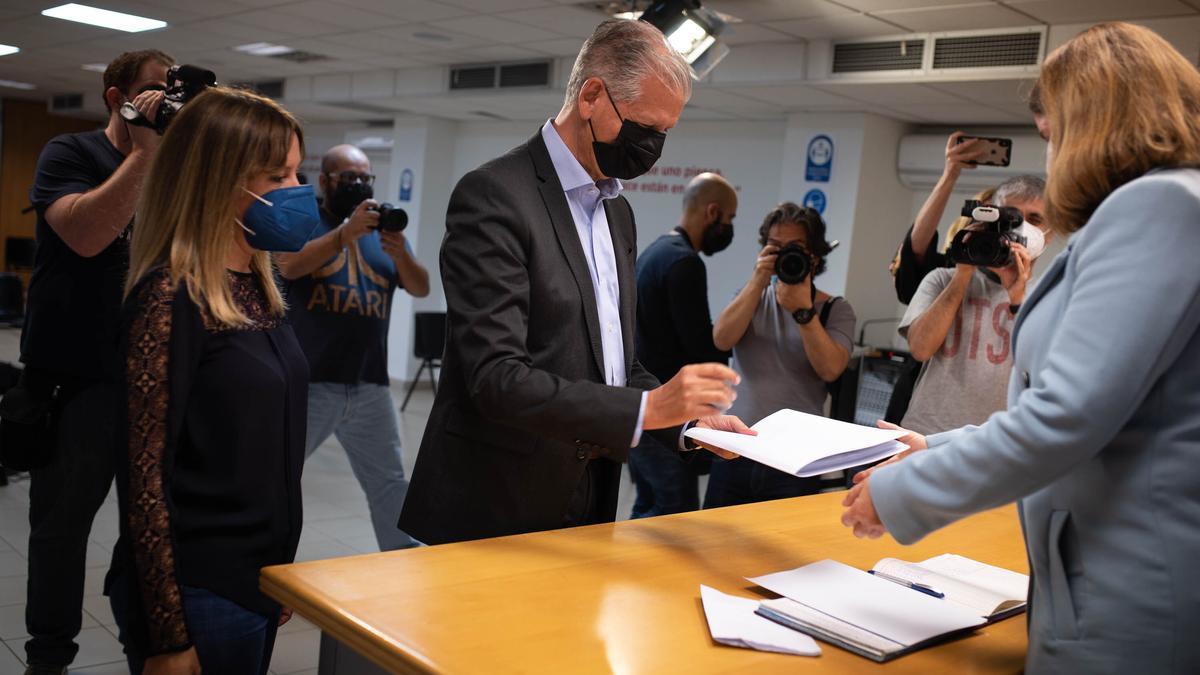 Francisco Linares, en el momento de presentar su candidatura