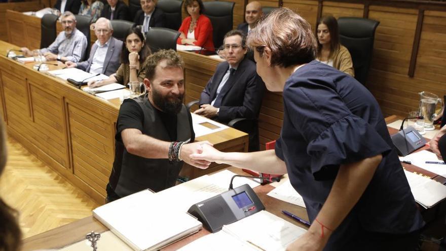 El fotoperiodista Álex Zapico toma posesión como concejal en Gijón
