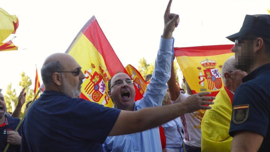 Podem denuncia l'agressió dels ultres a la presidenta de les Corts d'Aragó a Saragossa