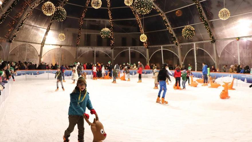 Pista de patinaje instalada el año pasado en Bragança durante la Navidad.