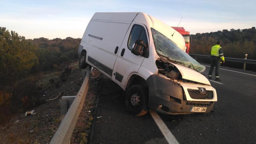 Un muerto y un herido grave en el choque frontal de un turismo y una furgoneta en la N-432 cerca de Cerro Muriano