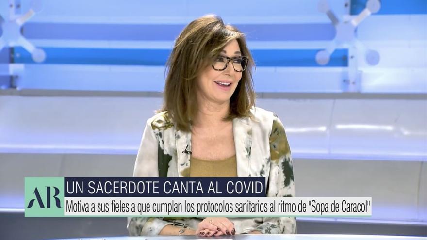 Ana Rosa sufre un ataque de risa al oír cantar a un sacerdote sobre medidas anticovid