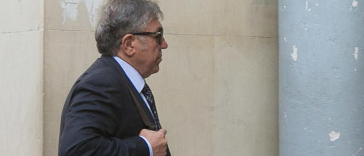 Ramón Salvador en una de sus comparecencias en los juzgados de Benalúa.