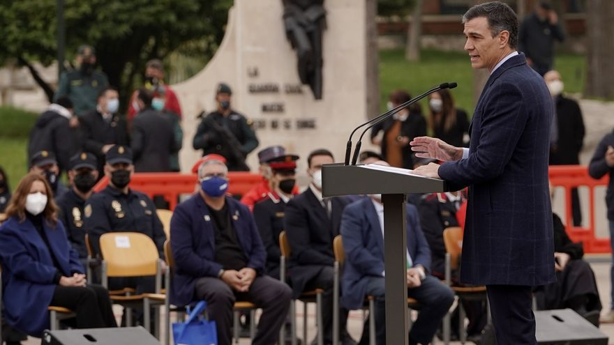 """Sánchez llama a """"luchar contra la desmemoria"""" en el acto de destrucción de armas de ETA"""