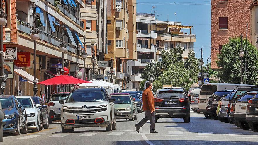 Los comerciantes se plantan por la supresión de las plazas de aparcamiento en la avenida Duque de Tamames de Orihuela
