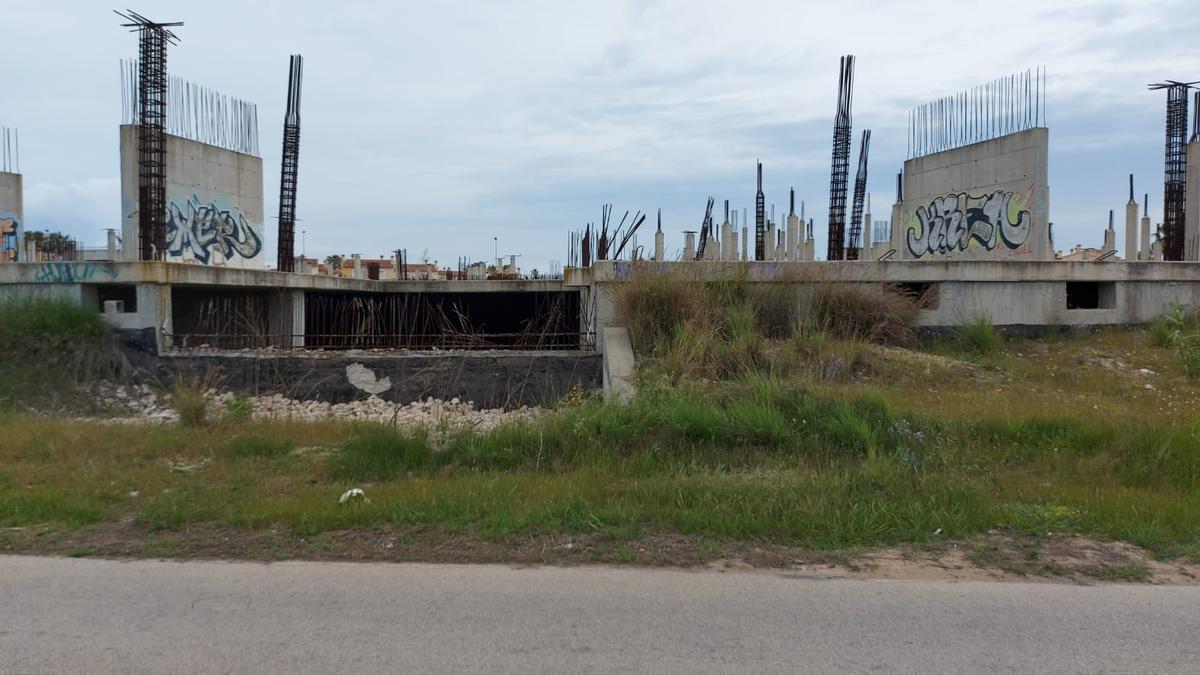 La estructura de lo que hubiera tenido que ser el Centro Ecuménico, en Oliva