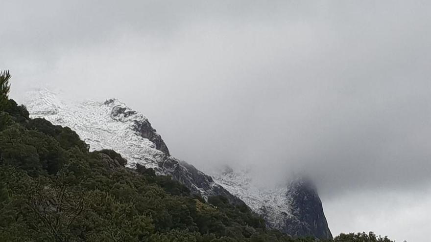 Regen und Hagel auf Mallorca, Schnee auf dem Puig Major
