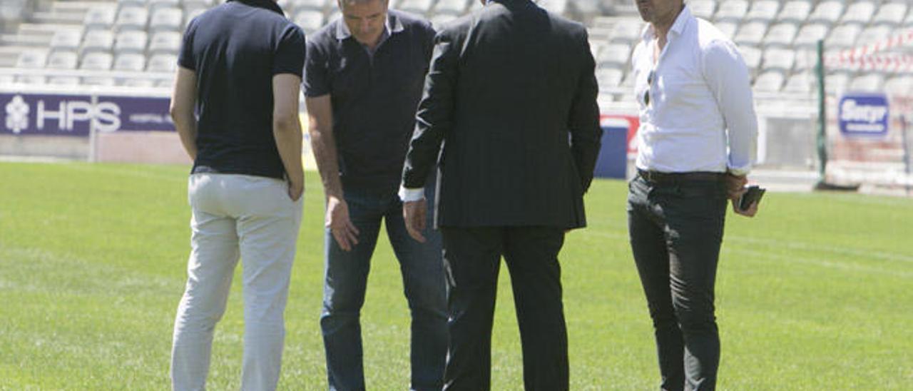 De izq. a dcha. Toni Cruz, Paco Herrera, Miguel Ángel Ramírez y Luis Helguera ayer en el césped del Gran Canaria.
