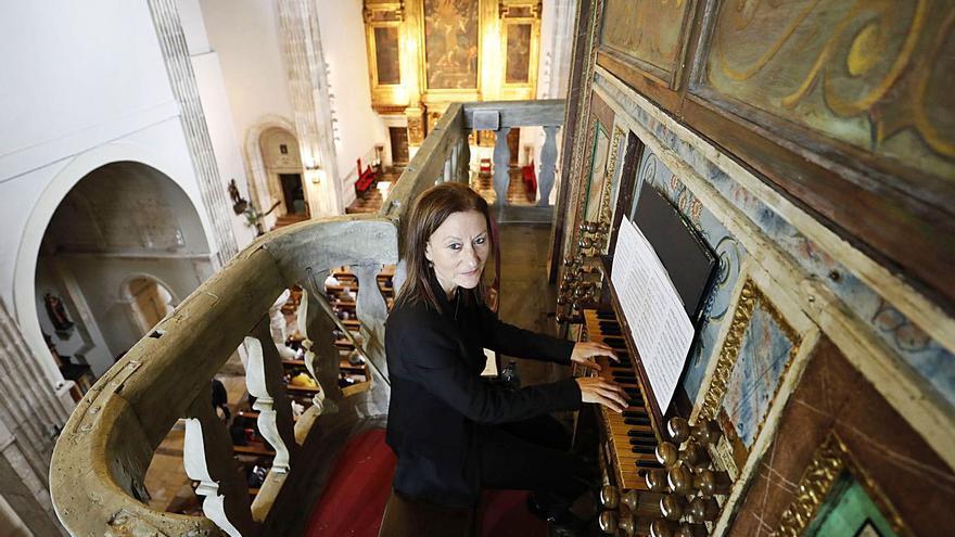 La asturiana Susana Lastra peregrina desde el órgano de la Corte