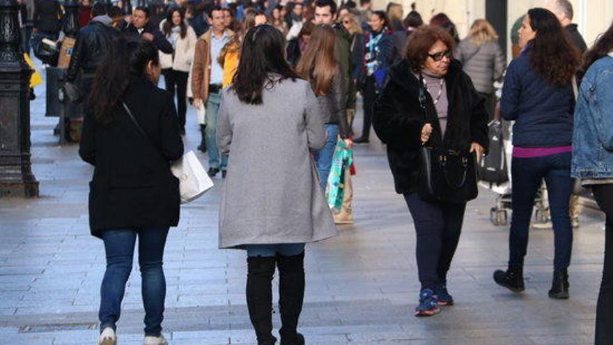 """Primer dia de rebaixes d'hivern: """"Tot i el Black Friday, la gent surt igual a comprar"""""""